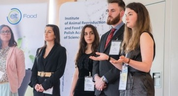 Students' work on innovative side stream solutions during RIS Venturing School 2019 in Olsztyn